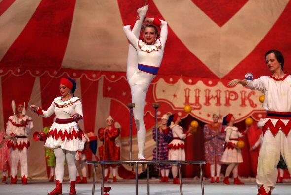 En el circo ruso de clausura  participaron casi 400 acróbatas, gimnastas...