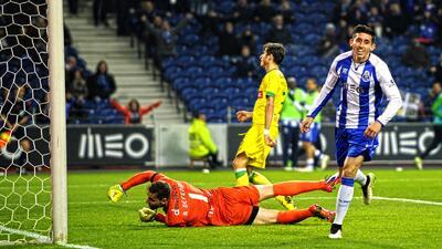 Porto golea al Pacos, con gol de Héctor Herrera, y sigue persiguiendo a...