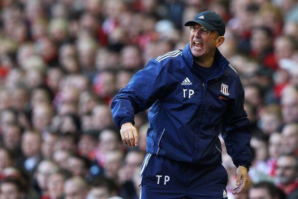 El entrenador del Stoke festejaba la anotación que le daba vida a su club.
