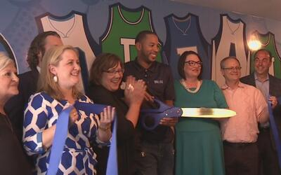 Los Mavericks inauguran un centro de lectura en Dallas