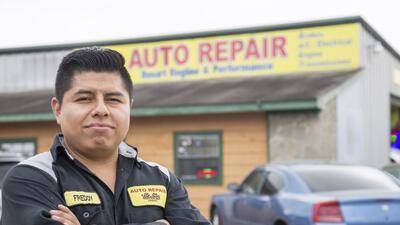 Freddy Avan, de 28 años, decidió cerrar este lunes su taller de mecánica...