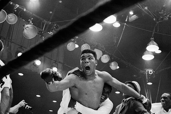 Muhammad Ali, antes Cassius Clay, derrota a Sonny Liston y se corona cam...