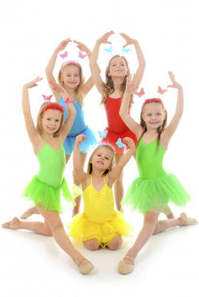 Bailar, cantar y nadar. Otra buena opción es averiguar qué talleres hay...