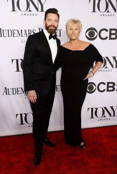Hugh Jackman y su esposa Mira aquí los videos más chismosos.