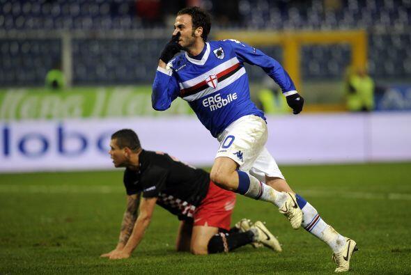 El atacante Gianpaolo Pazzini abrió el marcador en la segunda parte.