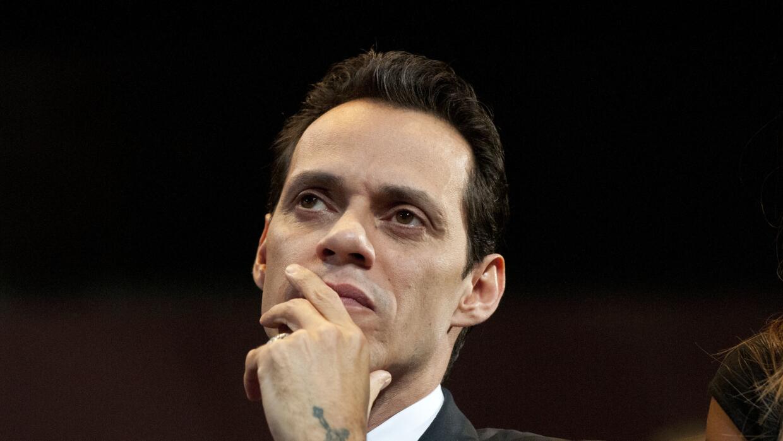 Marc Anthony escuchando un discurso de la ex primera dama, Michelle Obam...