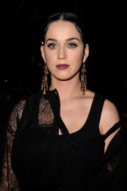 El look de Katty fue muy gótico.