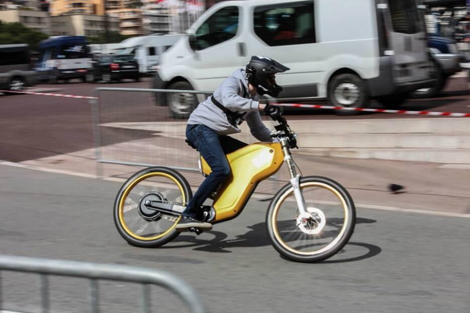 Las bicicletas de Lionel Messi y Gerárd Piqué tienen alma de moto Monaco...