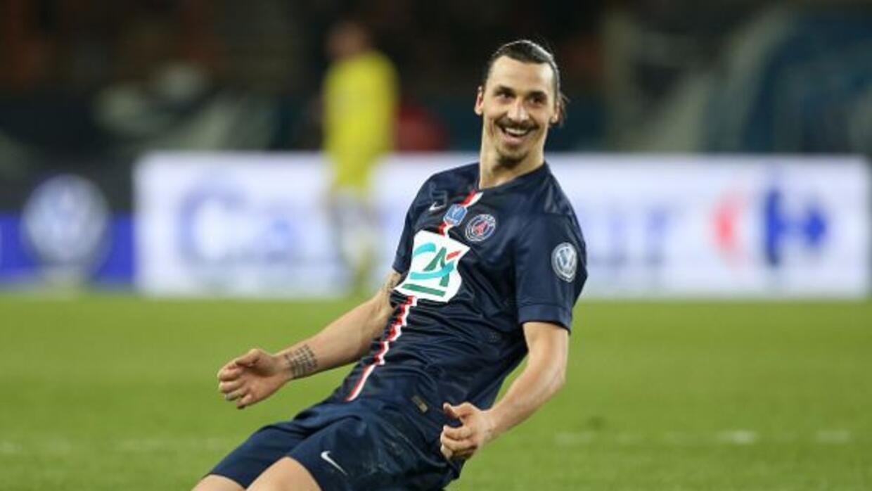 Zlatan le dio la victoria al París frente al Saint Etienne.