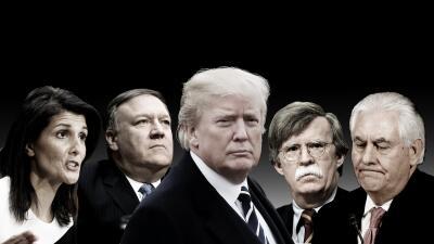 Donald Trump y su equipo de política exterior. De izquierda a derecha: e...