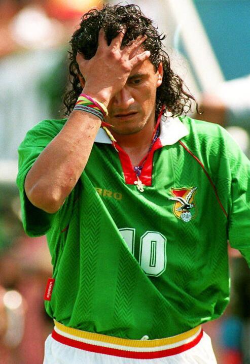 El boliviano Marco Etcheverry sufrió una lesión de ligamen...