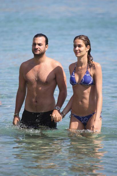 Barros parece estar muy enamorada de Karim El Chiaty, con quien lleva ba...