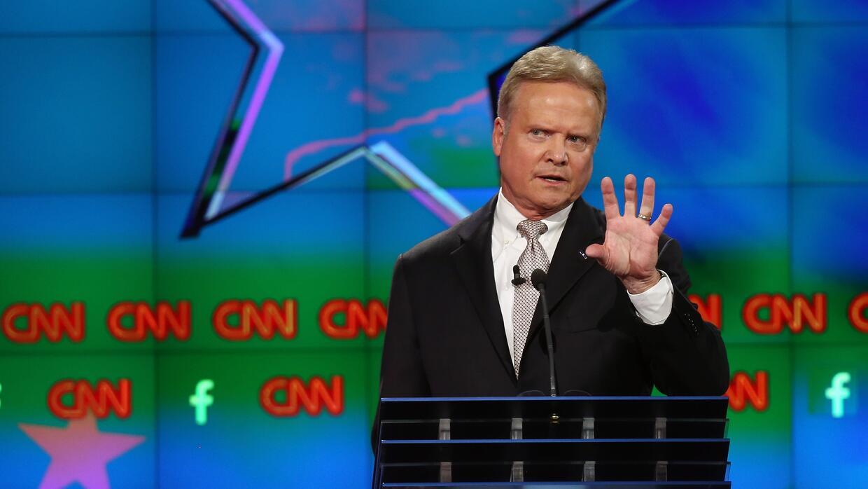Jim Webb se quejó por su poca participación en el debate demócrata