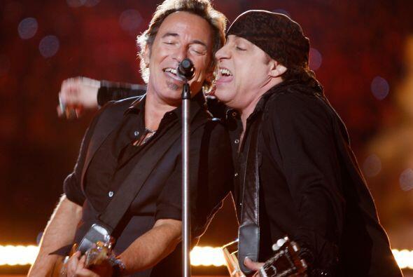 Durante el Super Bowl XLIII, Bruce Springsteen y el guitarrista Steven V...