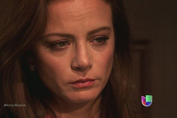 Camila le dice que se marche, deben hacer su vida sin el otro, aceptar q...