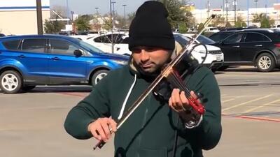 """""""Quiero que sepa que hay gente dispuesta a ayudarle"""": buscan a violinista que pedía donaciones"""