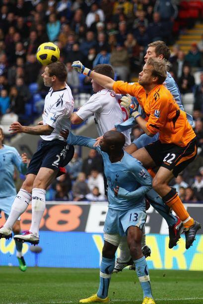 Tottenham cayó goleado frente al Bolton por 4 a 2.