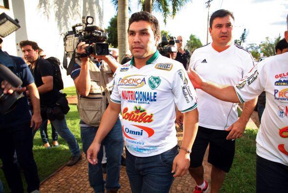 En lo futbolístico Salvador no fue inscrito con el 12 de Octubre para el...
