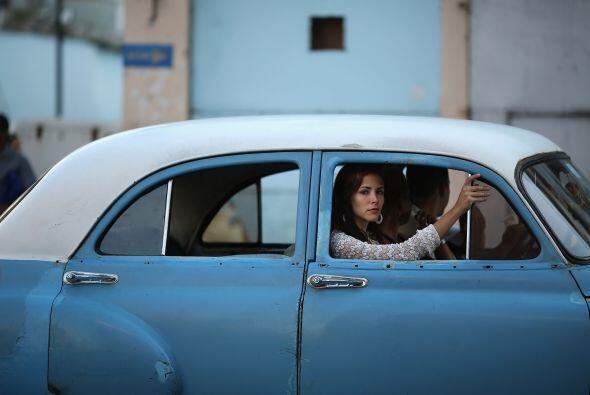 Aquí vemos a una mujer a bordo de un taxi independiente en el Cen...