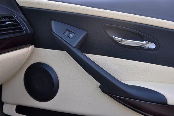 El cuero empleado en los paneles y las terminaciones interiores son de e...