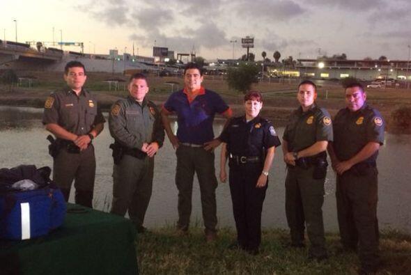 Junto a él estuvieron algunos integrantes de la patrulla fronteriza para...