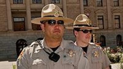 Arizona comenzó a entrenar a sus policías para ejecutar la ley de inmigr...