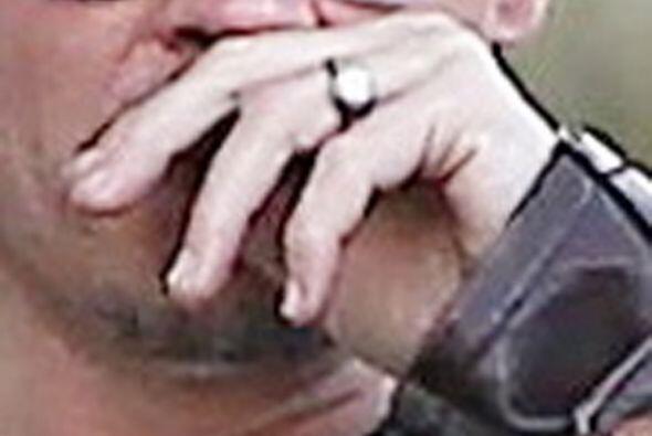 Johnny luce emocionado ante su próxima boda, no para de presumir su anil...