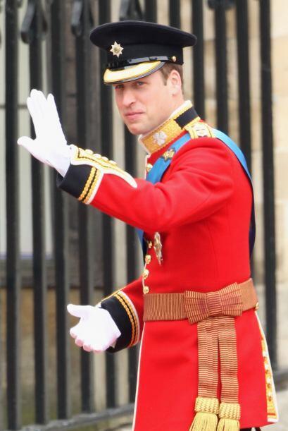 El Príncipe William saludó a todos los presentes a su llegada a la Abadía.