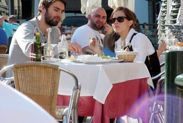 Emma Watson y Matthew Janney decidieron salir a disfrutar de la gastrono...
