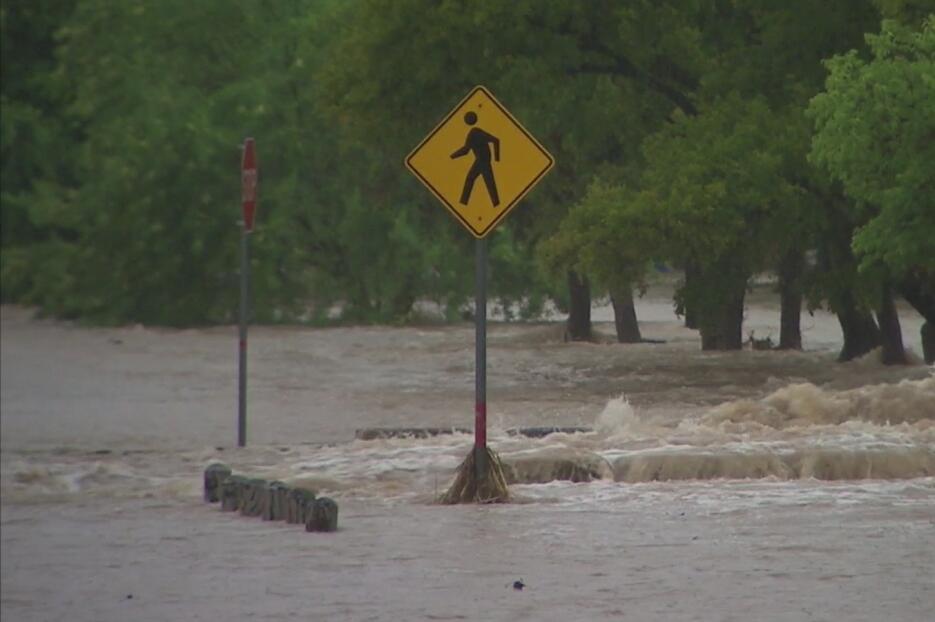 Residentes en el centro de Texas fueron evacuados debido a las lluvias 2...