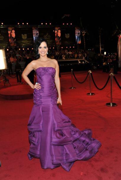 La actriz venezolana se decidió por el color púrpura para caminar por la...