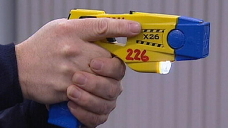 pistola taser