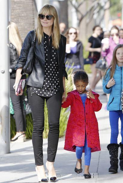 La vimos paseando con todos sus hijos. Más videos de Chismes aqu&...