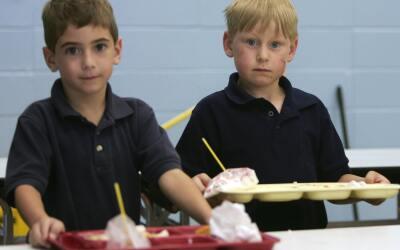 La asociación de nutrición escolar reveló que el 76...