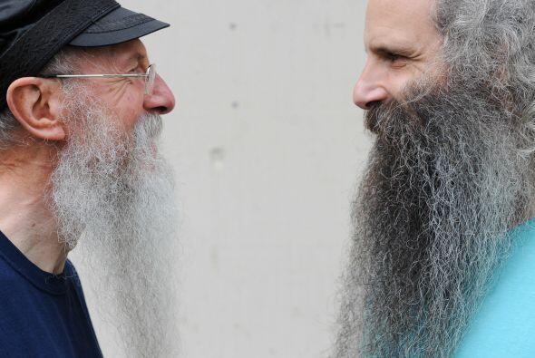 Pues tener una barba larga y cuidada cuesta mucho trabajo y en el campeo...