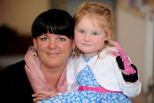 La pequeña Abbi y su mamá Julie Jillians se sienten muy afortunadas de e...