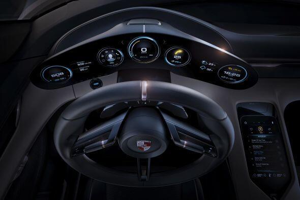 Sin ninguna duda el Porsche Mission E Concept llegó para competir direct...