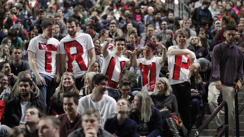 Un grupo de partidarios de Donald Trump en un mitin en Liberty University.