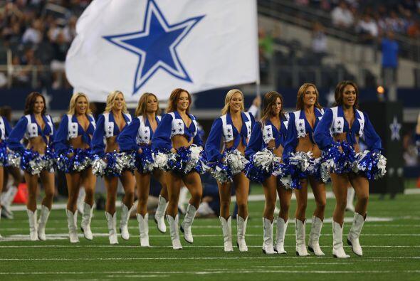 Cada año las porristas de los Cowboys nos deleitan con su belleza y simp...