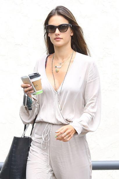 Muchas celebridades como la bella modelo brasilera Alessandra Ambrosio e...