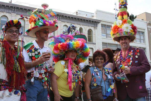 Empecemos con la moda, ya que los habitantes de San Antonio tienen un es...