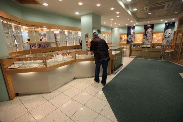 """6 """" Las joyas por su parte valieron un 5.2% más en diciembre de 2011 que..."""
