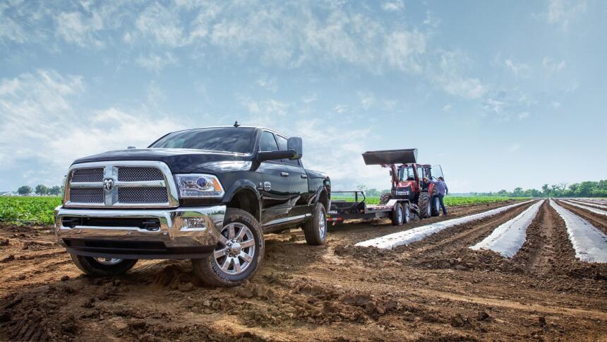 Para trabajos más pesados, RAM ofrece la pick up 2500, es decir HD, cuyo...