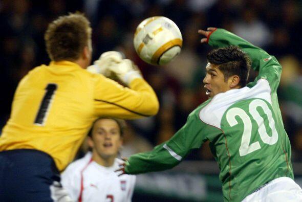 Oribe debutó en selección mexicana el 9 de marzo del 2005 en un partido...