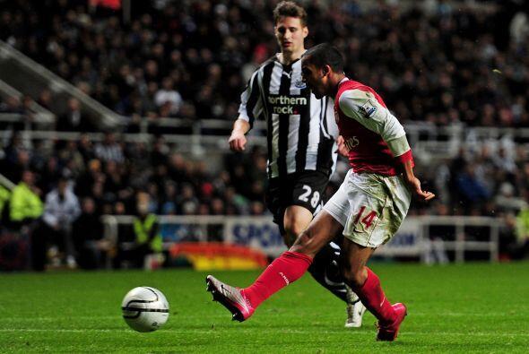 El héroe del encuentro fue el atacante Theo Walcott quien puso el 2-0.