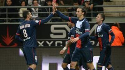 Ibrahimovic celebra el gol que cerró el amrcado a favor del París Saint...