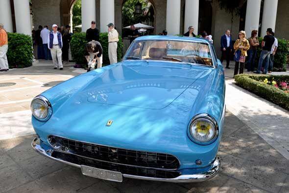 Y para terminar un fabuloso 250 GT PF Coupe Specialle de 1957, una verda...