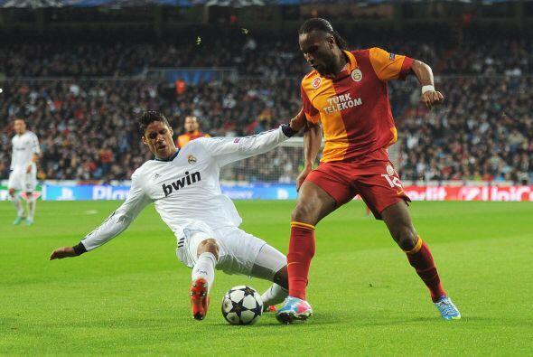 Varane se ha ganado un puesto en la defensa del Real Madrid. Pepe empezó...