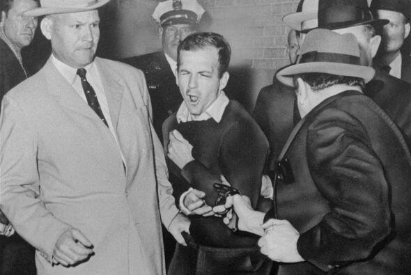 Que al popular Kennedy lo matara un solitario e inestable Lee Harvey Osw...