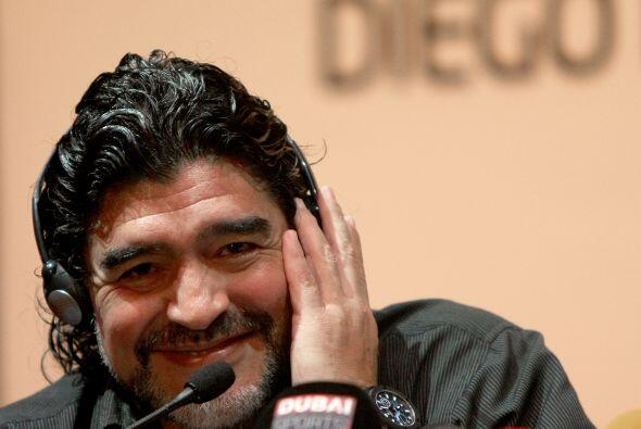 Diego Armando Maradona viajaría la próxima semana a Italia para aclarar...